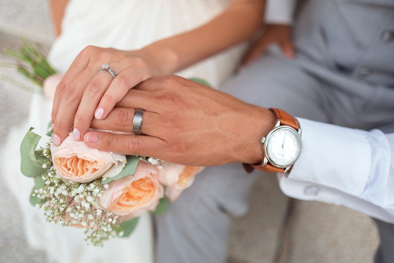 Thuis trouwen: met deze tips organiseer je je droombruiloft thuis